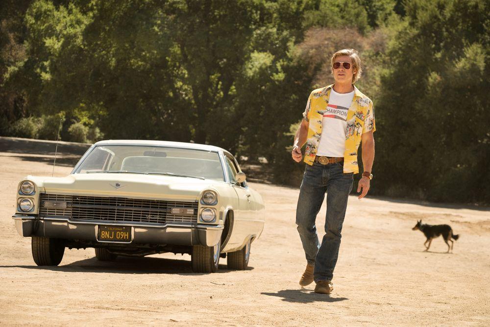 Ο Brad Pitt δίπλα σε αυτοκίνητο αντίκα