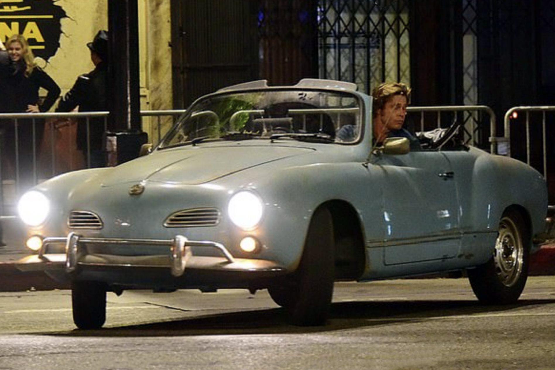 Ο Brad Pitt μέσα σε ένα Volkswagen Karmann Ghia του 1964