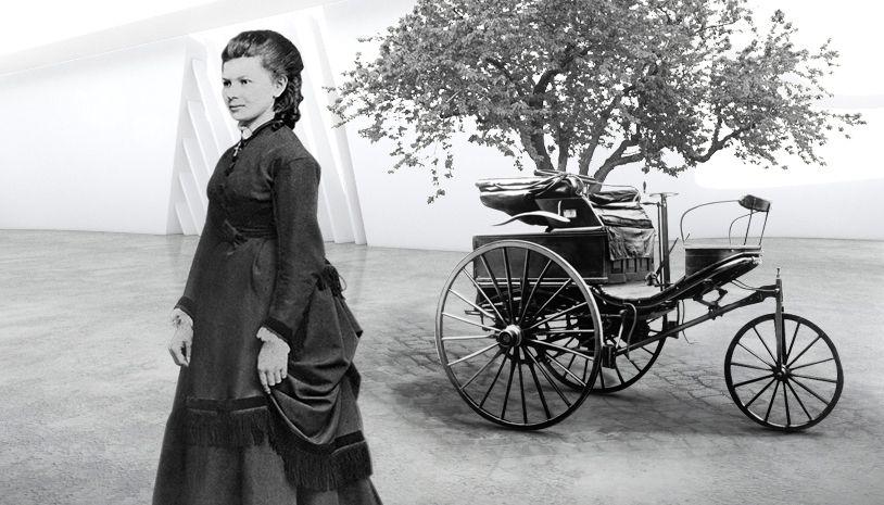 Γυναίκα με φόντο παλιό αυτοκίνητο