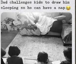 Γονέας κοιμάται στον καναπέ ενώ τα παιδιά τον ζωγραφίζουν