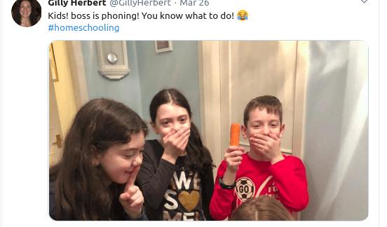Παιδιά ετοιμάζονται να κάνουν μια φάρσα