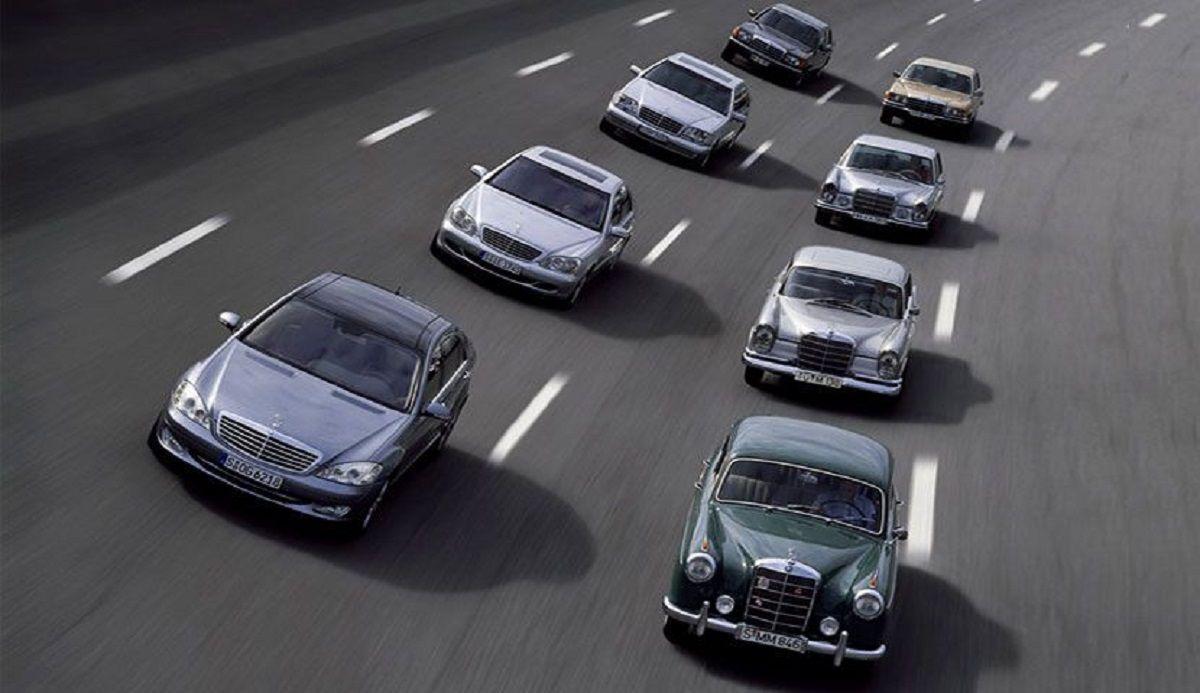 διάφορα Mercedes-Benz σε δρόμο