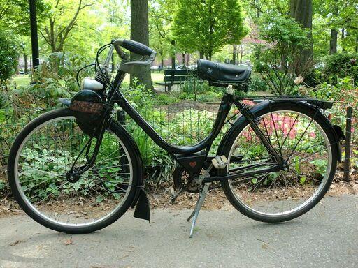 μαύρο VéloSoleX σε κήπο