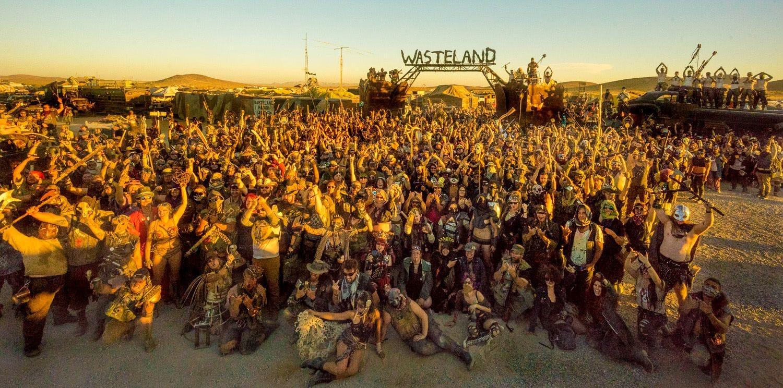 Φωτογραφία με τους ανθρώπους που συμμετείχαν στο Wasteland Weekend