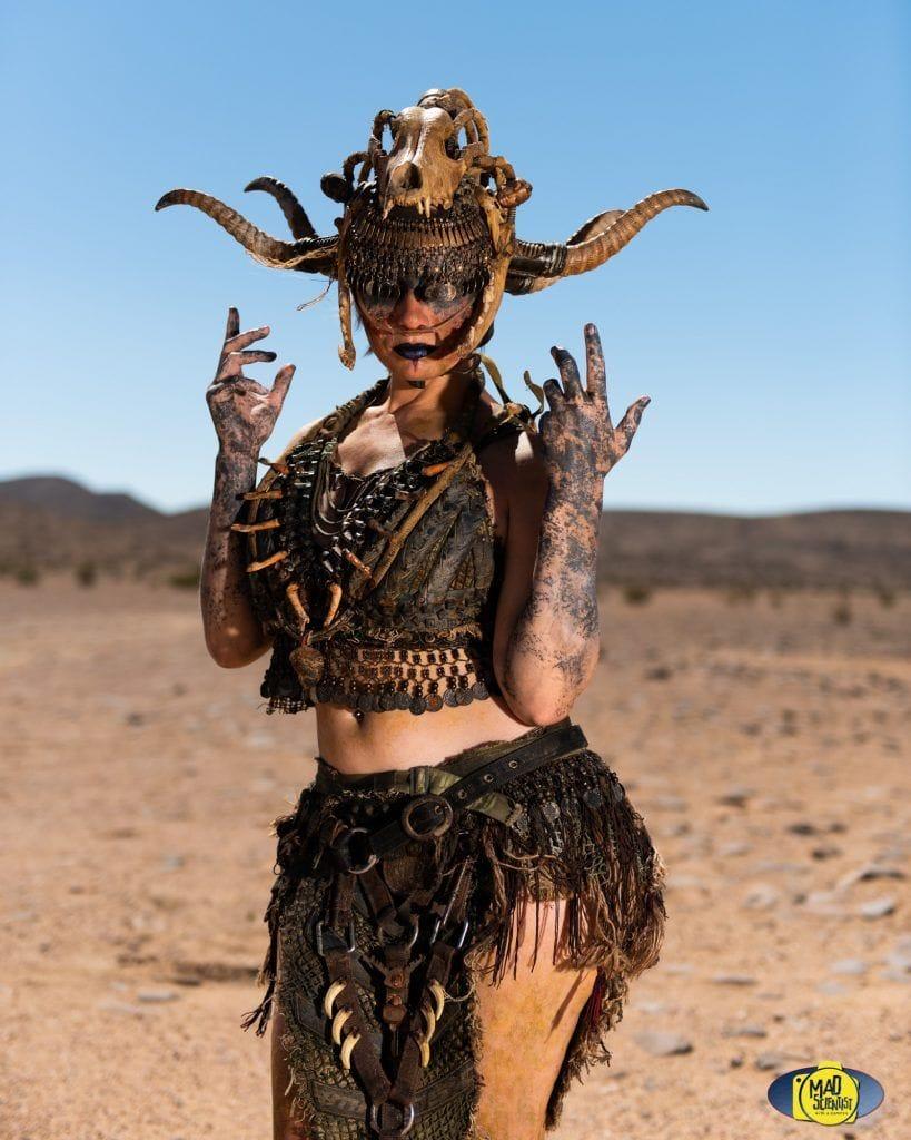 Φωτογραφία με μεταμφιεσμένη γυναίκα από το Wasteland