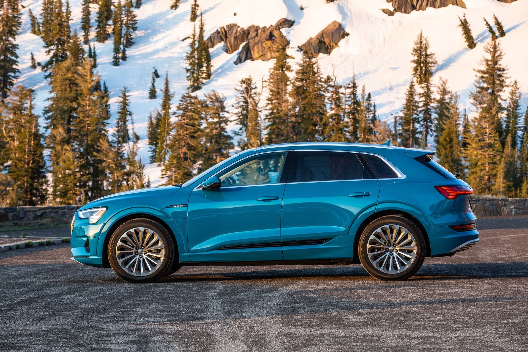 γαλάζιο Audi e-tron