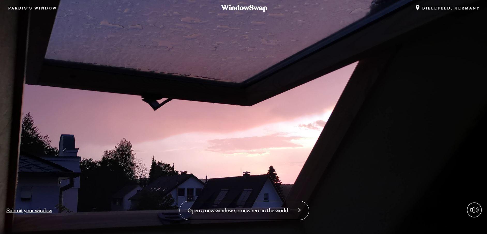 Screenshot από την εφαρμογή Window Swap που δείχνει έναν ροζ ουρανό