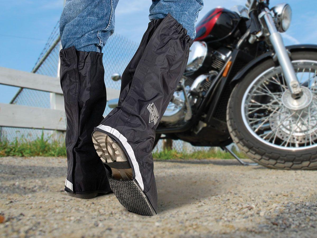 Μαύρο κάλυμα μπότας μπροστά από μηχανή