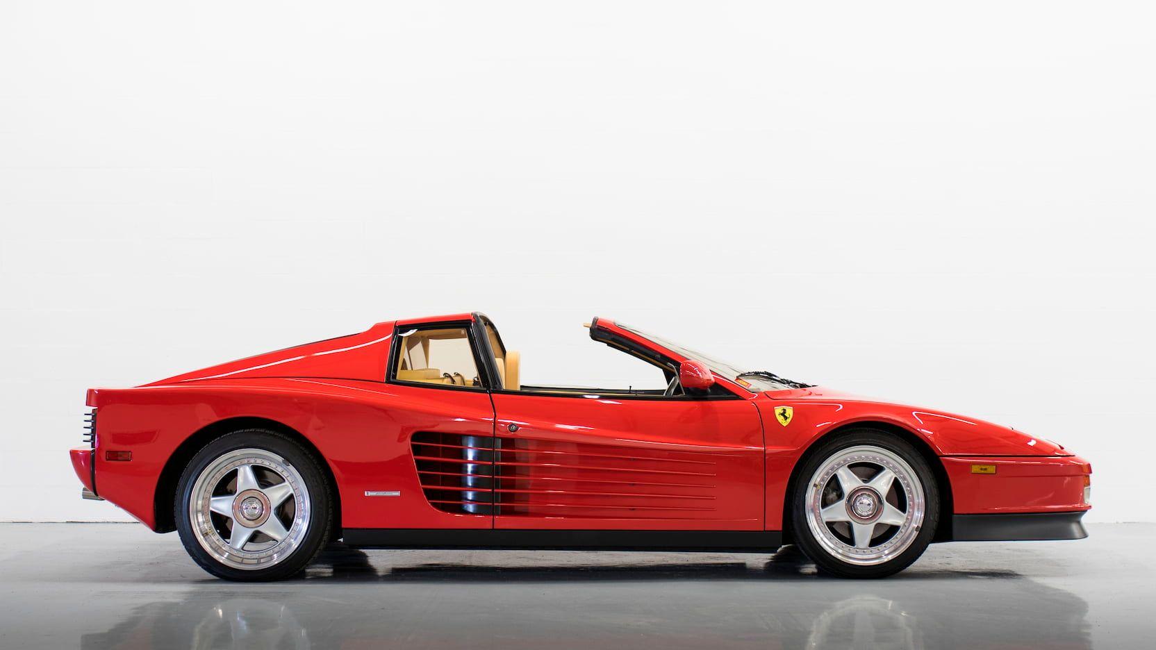 κόκκινη Ferrari Testarossa