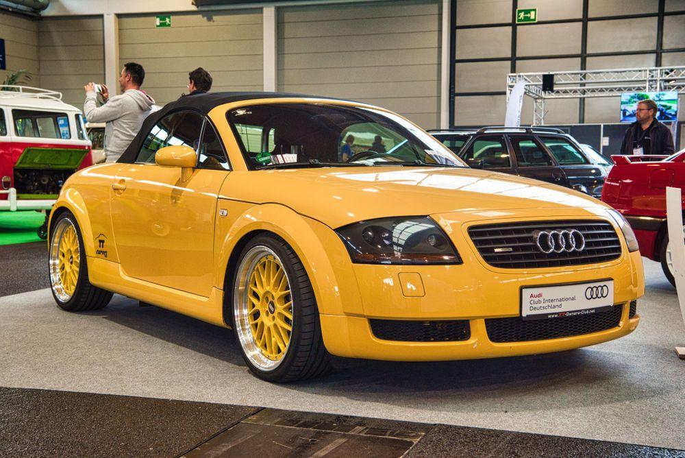κίτρινο Audi TT Quattro