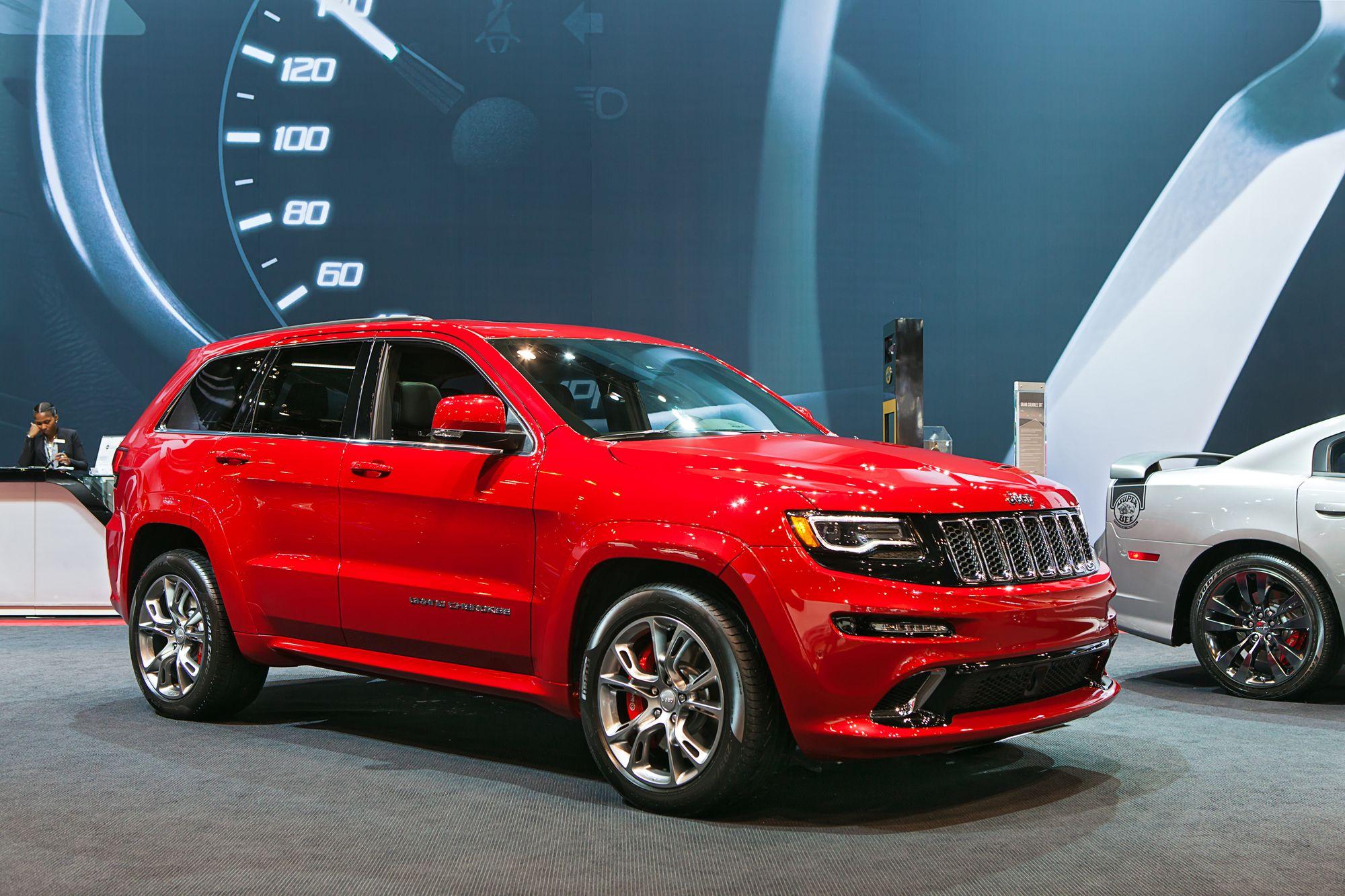 κόκκινο Jeep Grand Cherokee SRT8