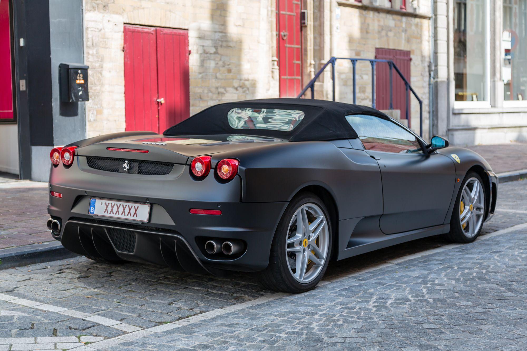 Μαύρη Ferrari F430 Spider πρωταγωνίστησε στο video για το τραγούδι Show Me What You Got