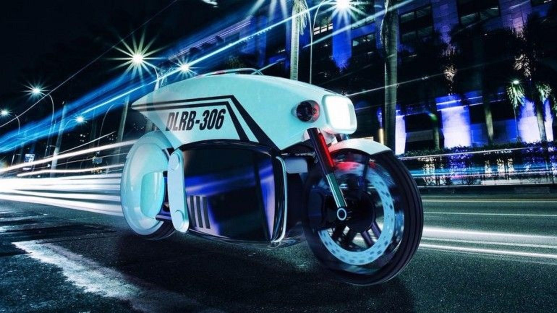 Η αυτόνομη μοτοσυκλέτα Brigade DLRB 360 σε δρόμο με φώτα