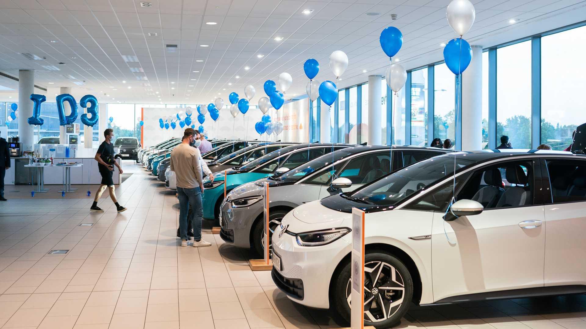 Σταθμευμένα αυτοκίνητα σε έκθεση της Volkswagen