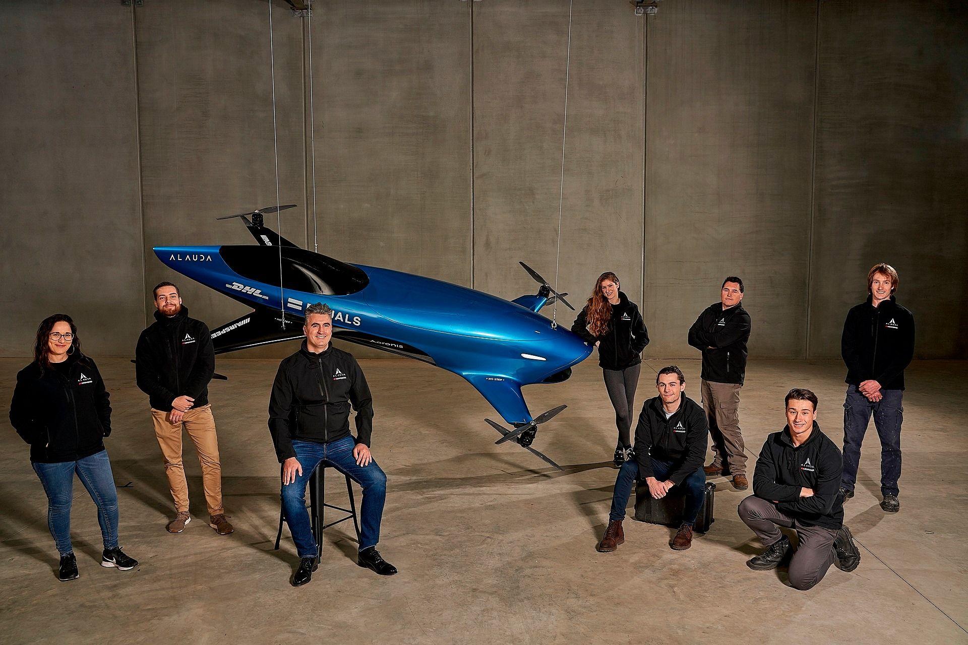 Η ομάδα μηχανικών που κατασκεύασαν το Airspeeder