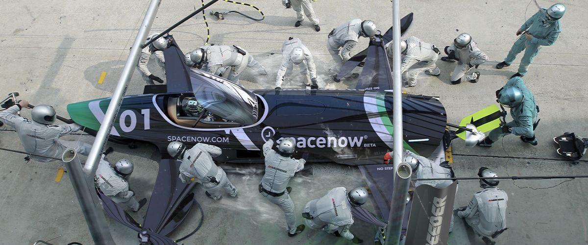 Μηχανικοί κάνουν επεμβάσεις στο Airspeeder που θα συμμετέχει στο πρωτάθλημα ιπτάμενων αυτοκινήτων