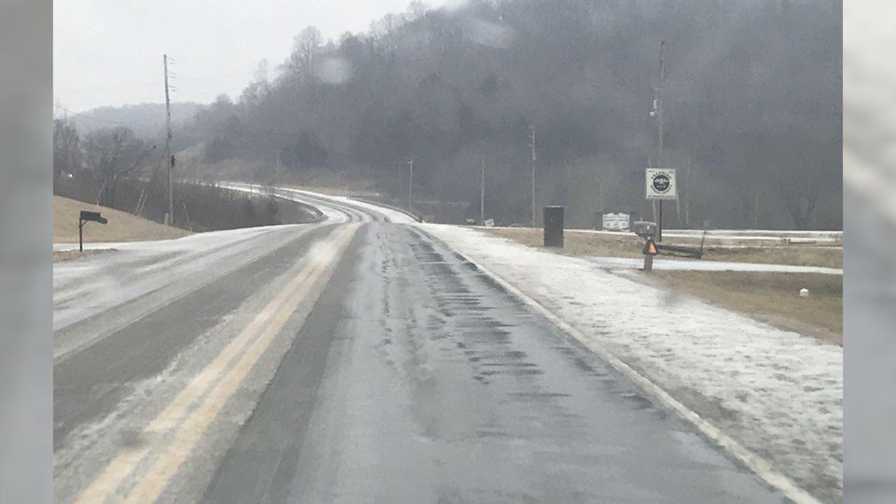 Ολισθηρός δρόμος με λιωμένο χιόνι