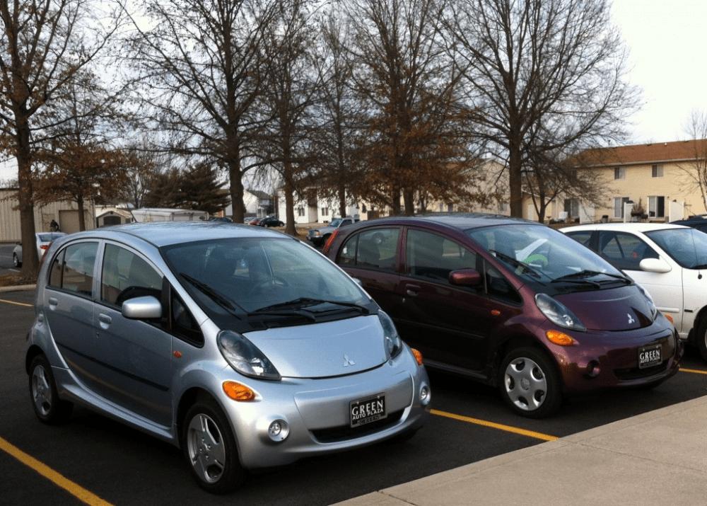 παρκαρισμένα αυτοκίνητα σε σειρά