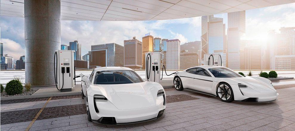 υπερπολυτελή ηλεκτρικά αυτοκίνητα σε σταθμό φόρτισης