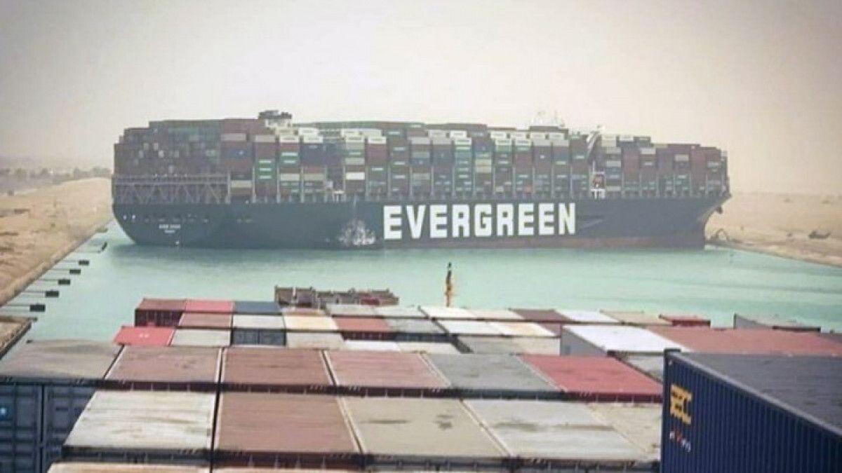 το πλοίο ever given στη διώρυγα του Σουέζ