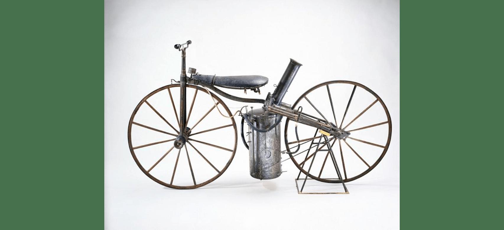 η πρώτη μοτοσυκλέτα με ατμομηχανή