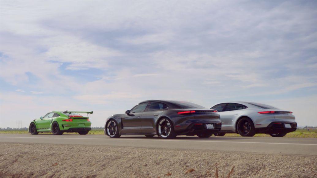 Δύο Porsche Taycan Turbo πίσω από το 911 GT3 RS
