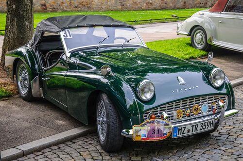 πράσινο παλιό μοντέλο αυτοκινήτου, παρκαρισμένο