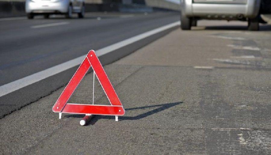 τρίγωνο που ειδοποιεί οχήματα ότι κάτι συμβαίνει στον δρόμο