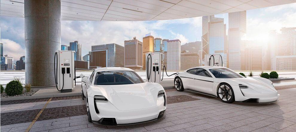 πολυτελή ηλεκτρικά αυτοκίνητα σε σταθμό φόρτισης