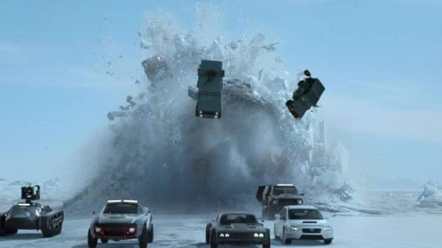 Σκηνή από ταινία Fast & Furious: Αυτοκίνητα πετάγονται στον αέρα μετά από έκρηξη