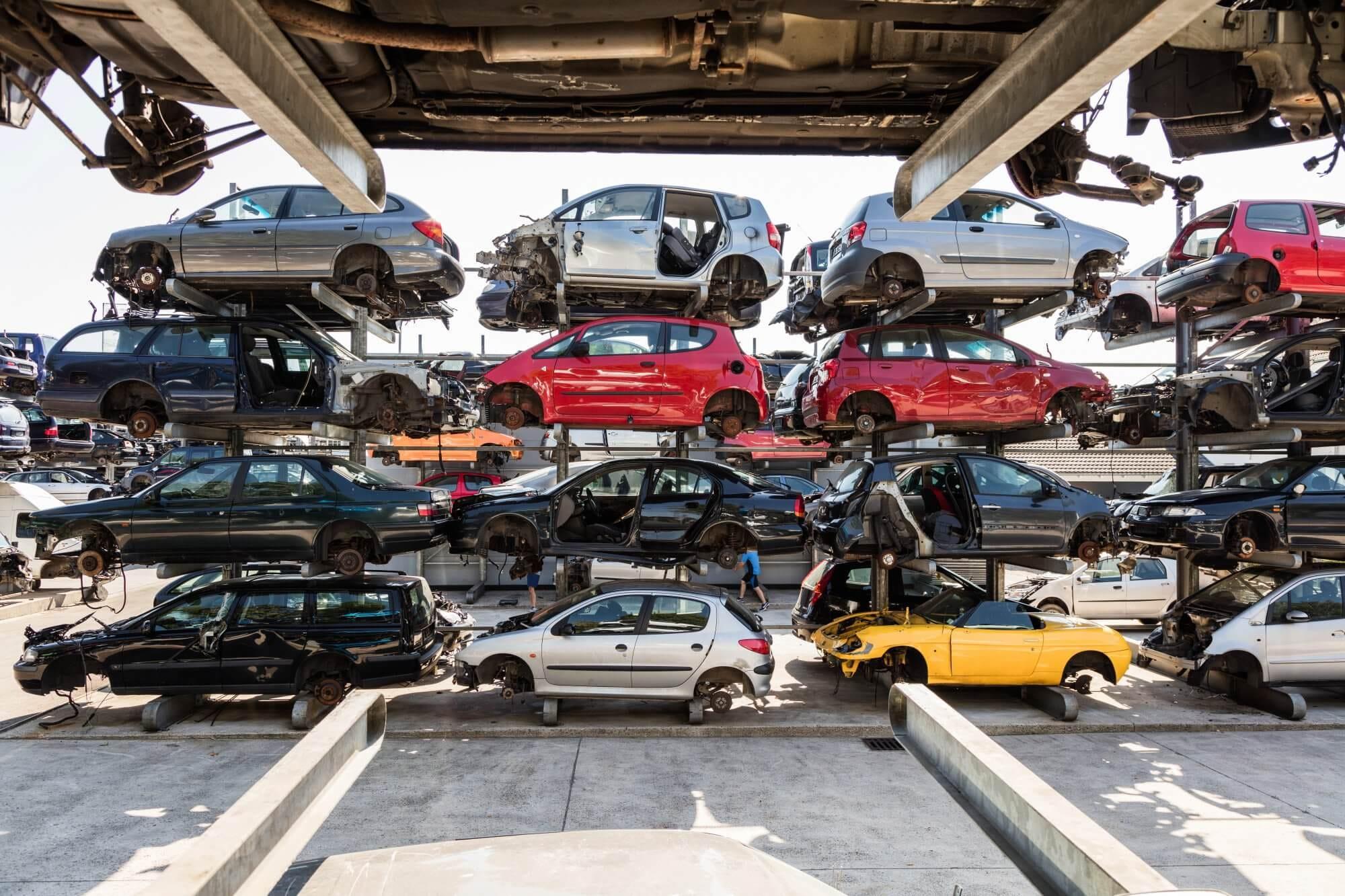 Αυτοκίνητα σε μάντρα