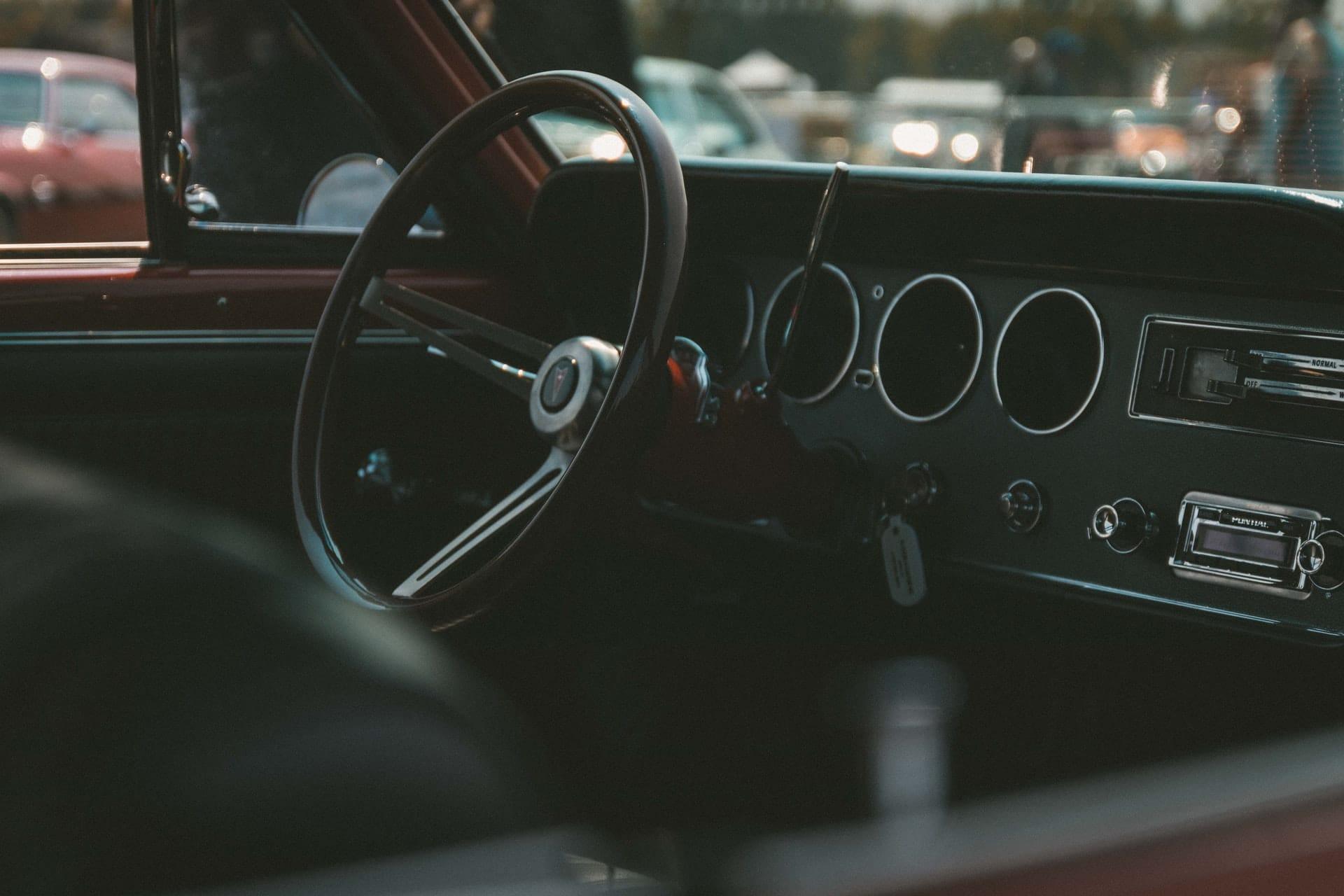 Το εσωτερικό ενός παλιού αυτοκινήτου