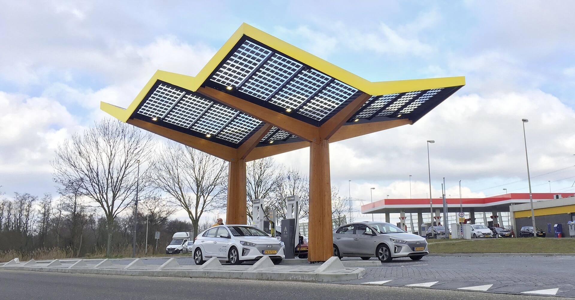 σταθμός φόρτισης ηλεκτρικών οχημάτων σε χώρα του εξωτερικού