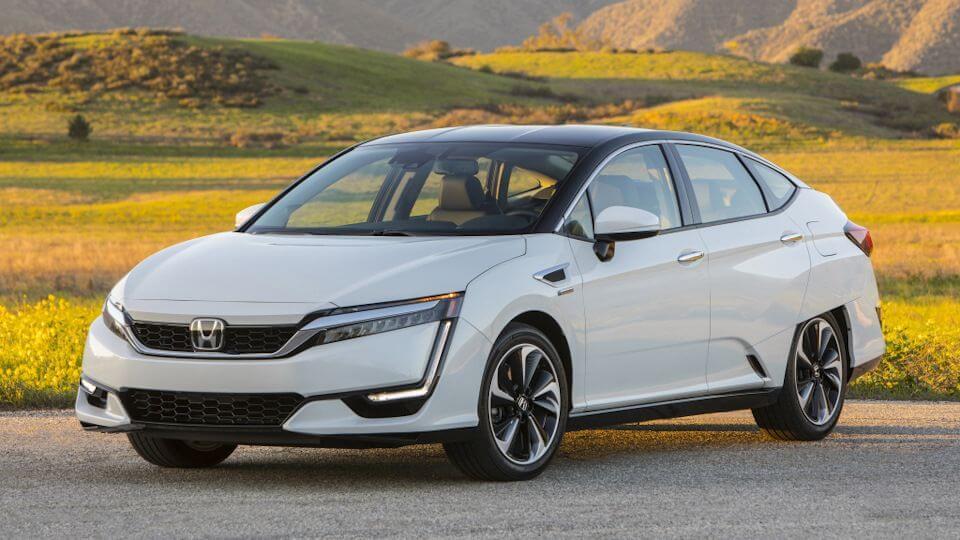 λευκό Honda Clarity παρκαρισμένο
