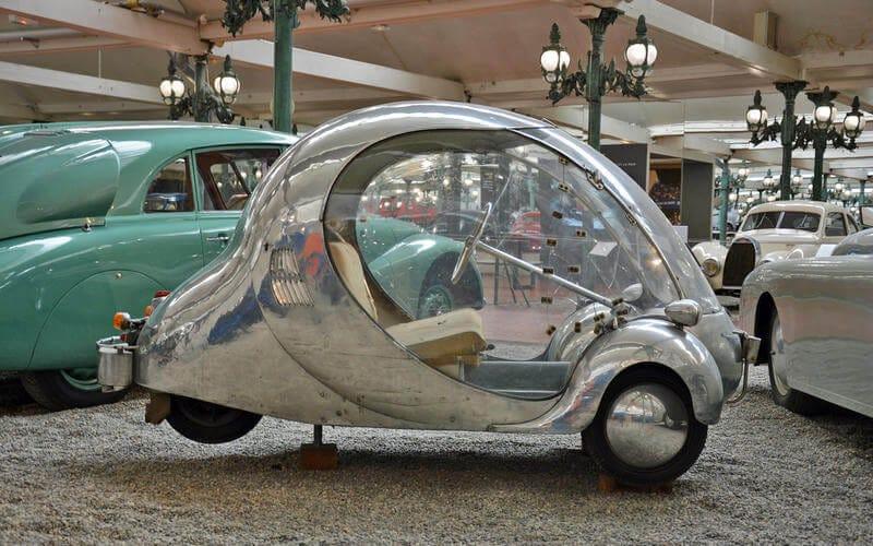 αυτοκίνητο αντίκα που μοιάζει με φούσκα