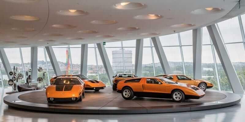 πορτοκαλί πολυτελή αυτοκίνητα