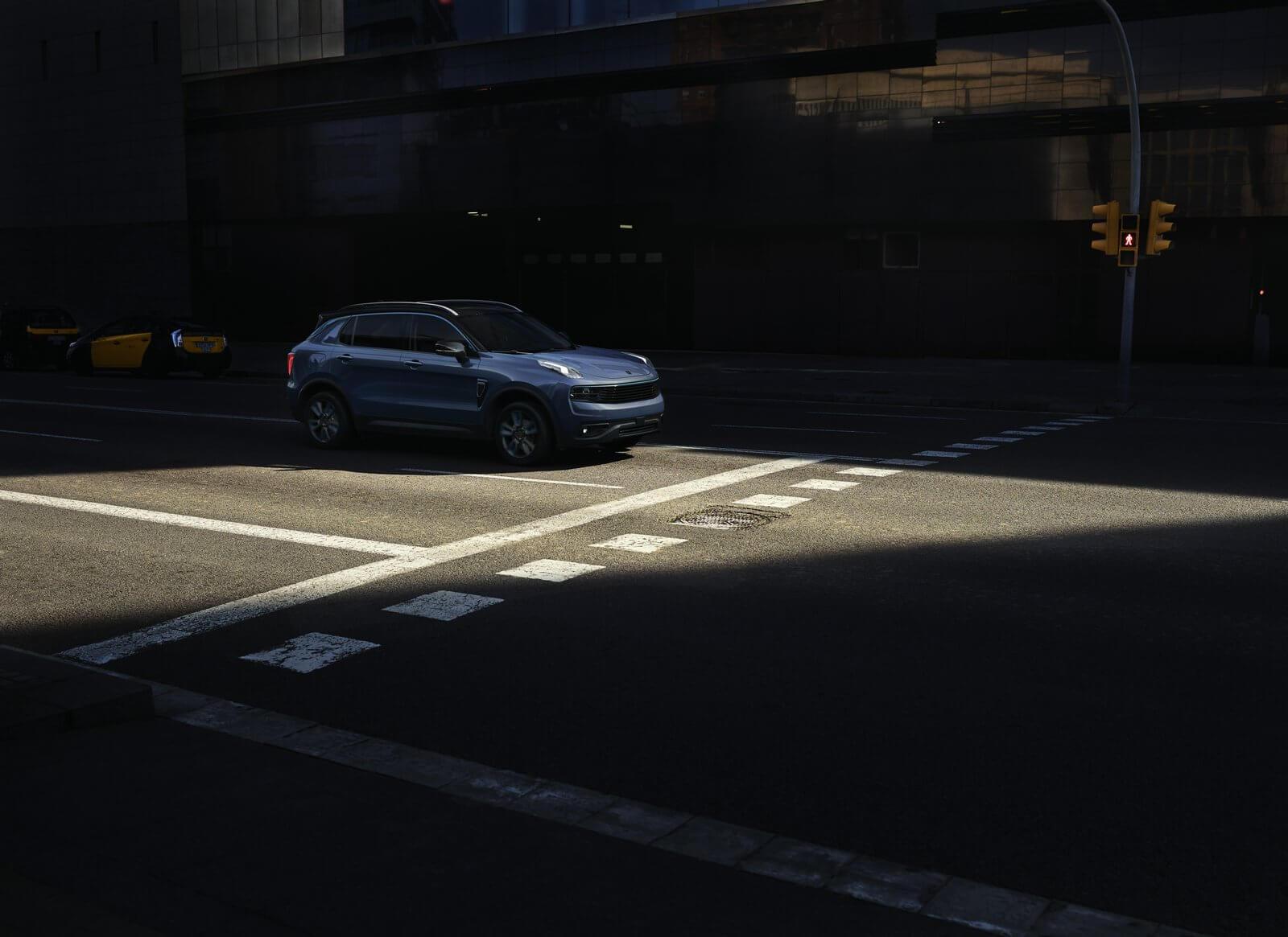 φωτογραφία του οχήματος, σταματημένο σε δρόμο