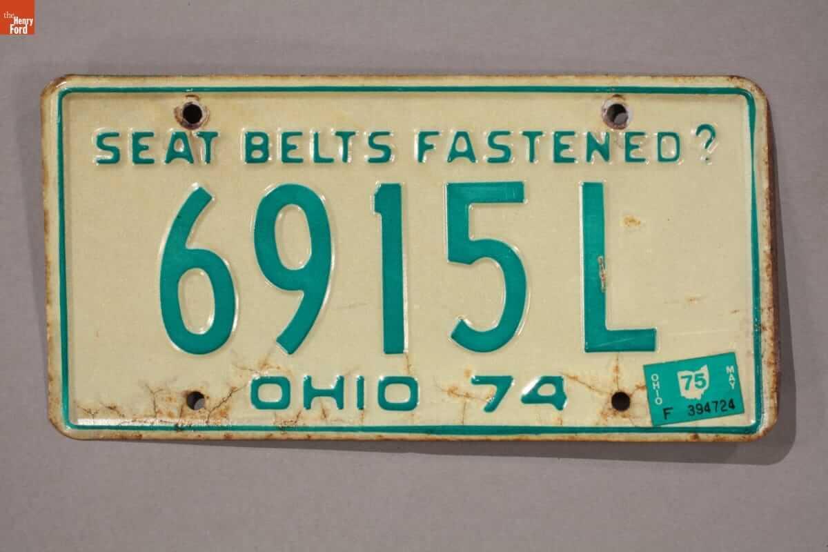 Μήνυμα για τη ζώνη ασφαλείας σε πινακίδα αυτοκινήτου του Ohio το 1974