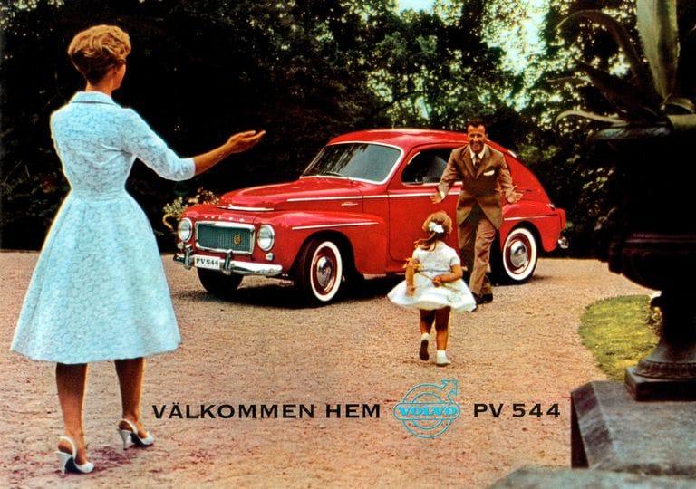 Παλιά διαφήμιση του μοντέλου Volvo PV544 στο οποίο ενσωματώθηκε η πρώτη ζώνη ασφαλείας 3 σημείων