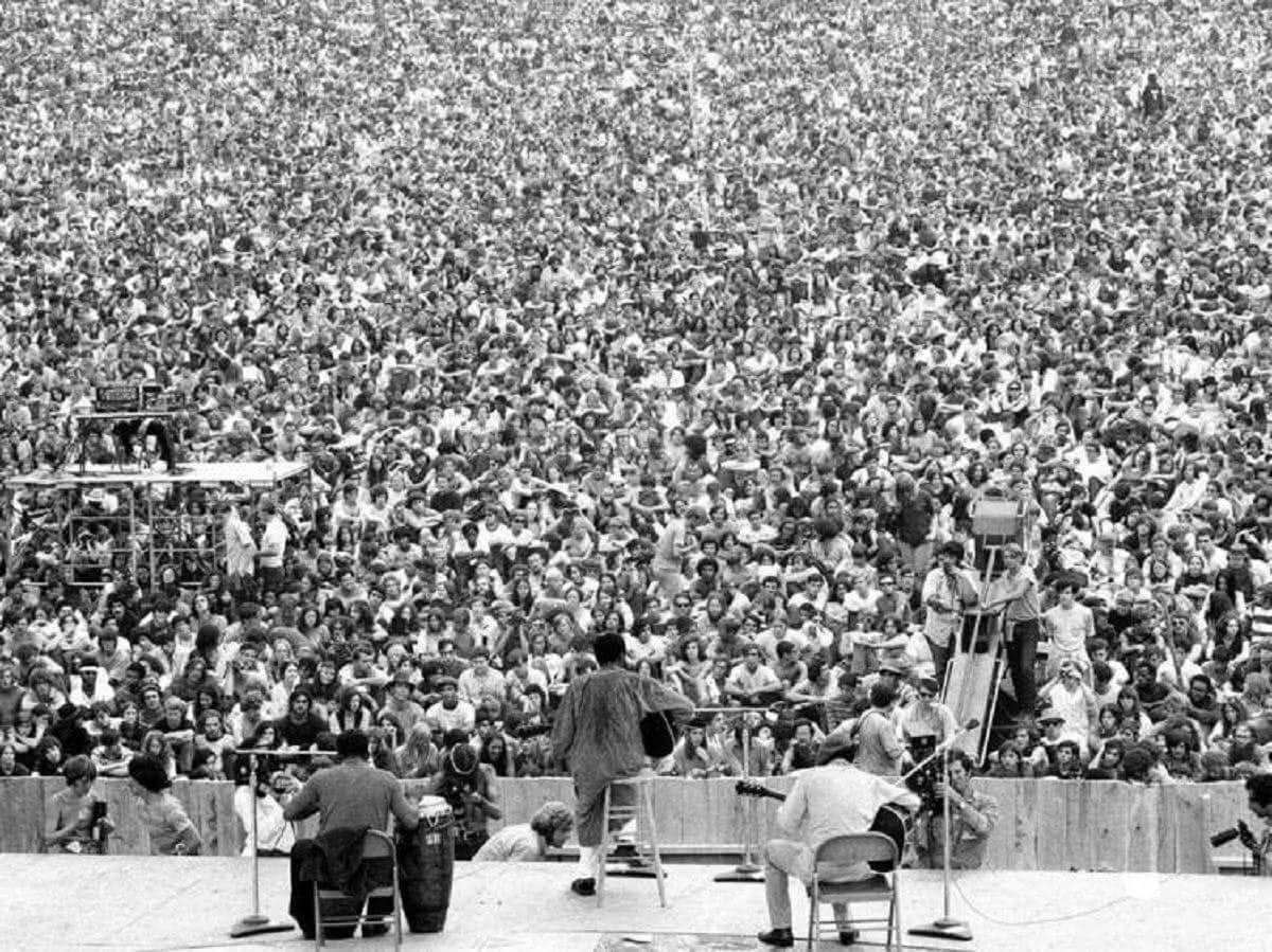 άποψη του πλήθους του κόσμου από τη σκηνή του Woodstock
