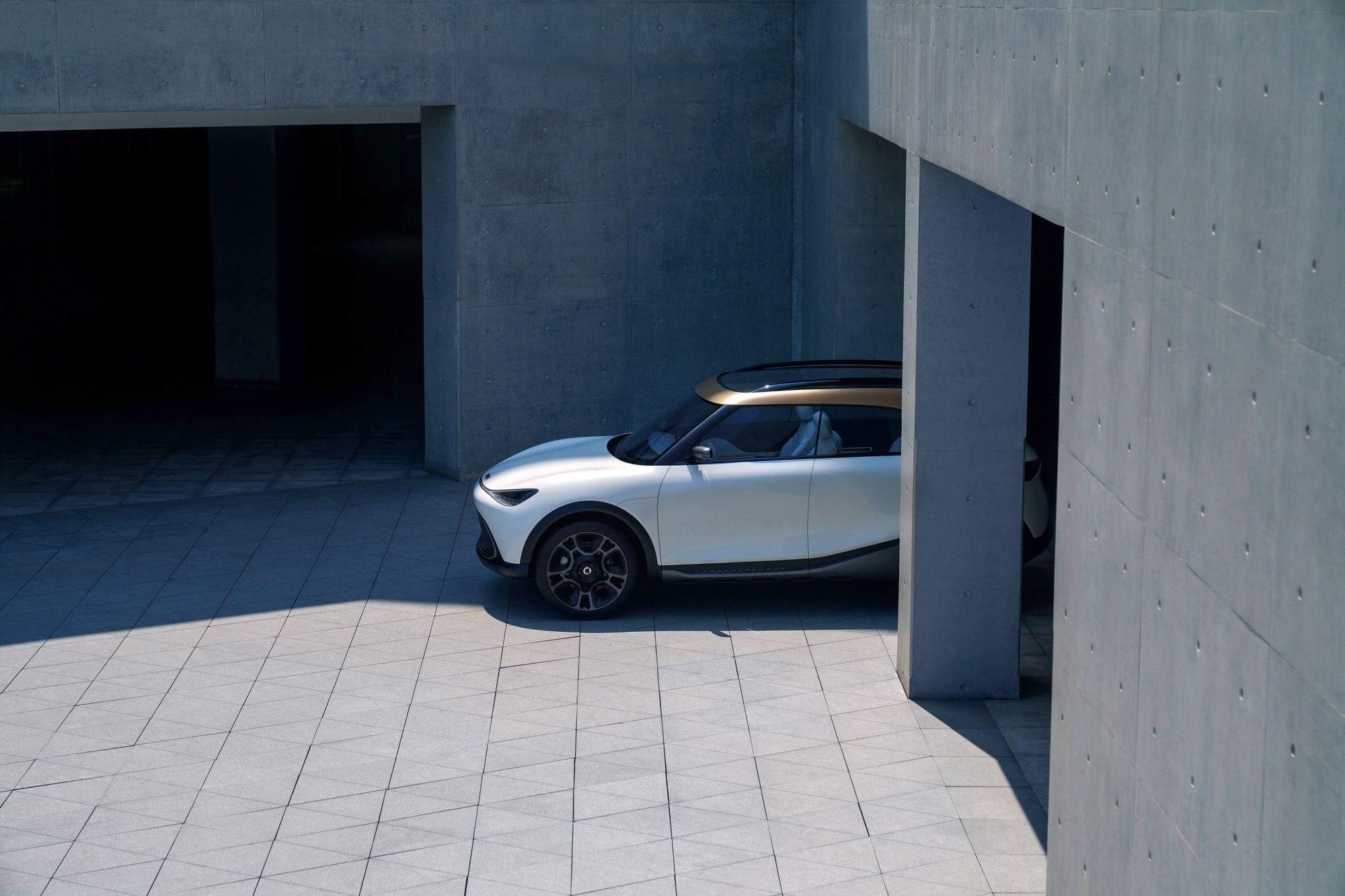 Λευκό αυτοκίνητο από το πλάι